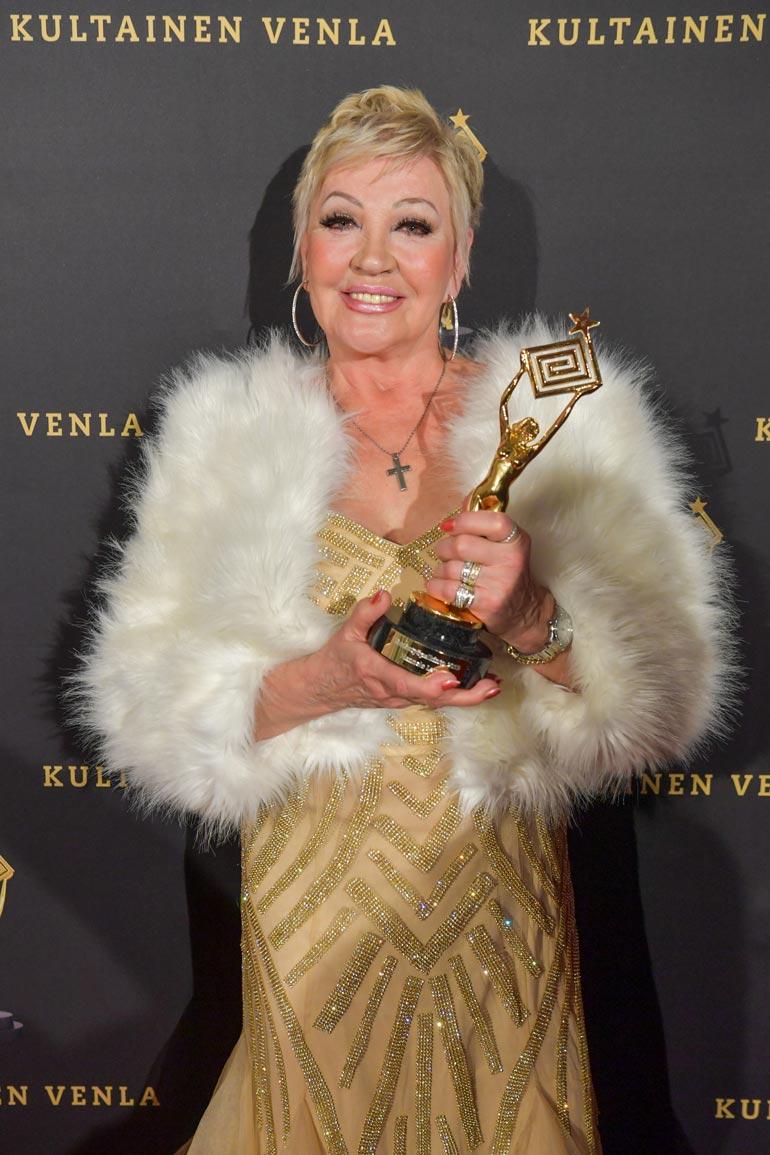 Hannele Lauri palkittiin Kultainen Venla -gaalassa.