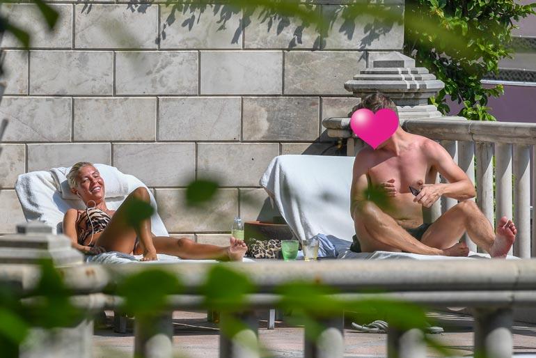 Seiskan paparazzi ikuisti Maisan ja Mikon Bangkokissa uima-altaalta. Reissulla ostettiin myös kihlasormus.