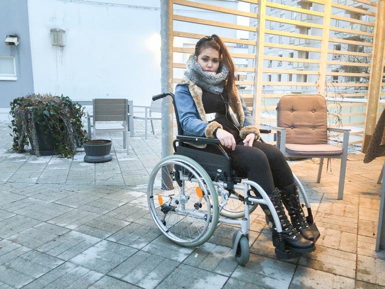 Janita epäili, että syöpä olisi levinnyt lonkkaan ja reiteen, koska kivut kävivät niin koviksi, ettei hän pystynyt enää kunnolla kävelemään.