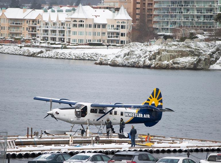 Lentokyyti Vancouverinsaarelta Vancouveriin kestää varttitunnin verran. Paparaz- zi bongasi julkisuutta kaihdelleen Meghanin lentopuuhista viime viikolla.