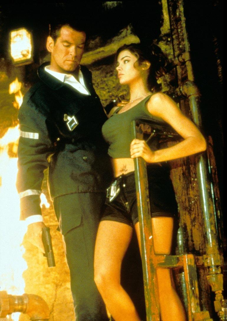 Denice tähditti Kun maailma ei riitä -elokuvaa Pierce Brosnanin kanssa.