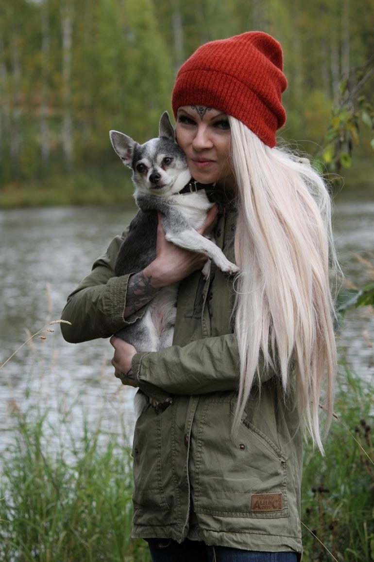 Tara on toipunut kovista kokemuksistaan hoitamalla kaltoinkohdeltuja eläimiä. – Aion käyttää kirjan tuottoja hylättyjen pietarilaiskoirien auttamiseen.