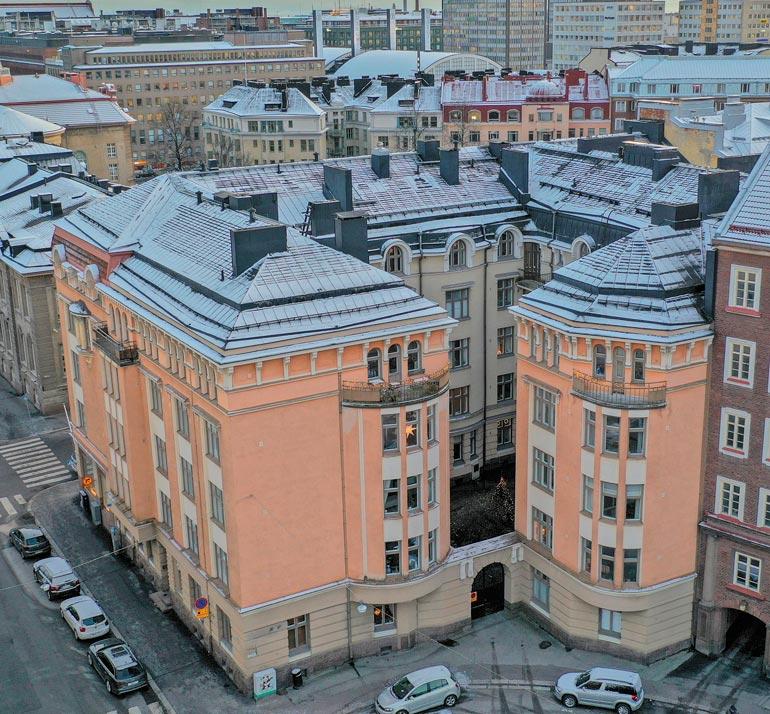 Laura Birn osti asunnon Helsingistä.