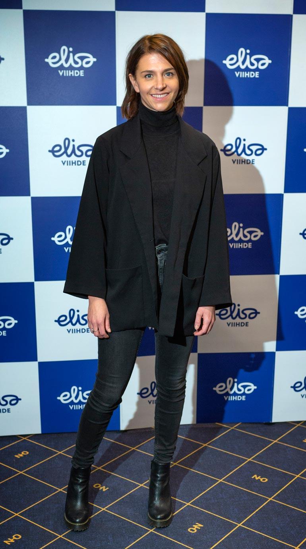Kreeta Salminen edusti Elisa Viihteen Kalifornian Kommando -sarjan kutsuvierasensi-illassa.