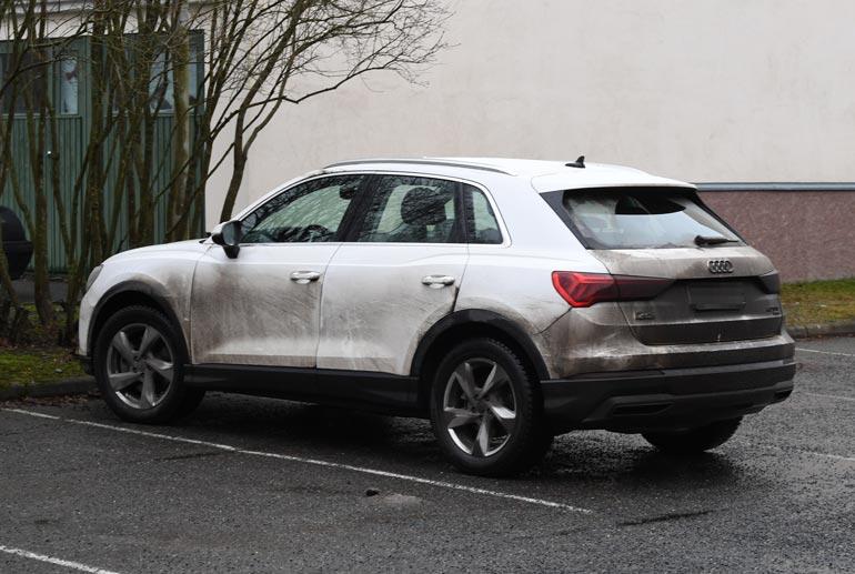 Piritta huristelee Porissa lähes tuliterällä luksus-Audilla, mutta kiesi kaipaisi kipeästi pesua.