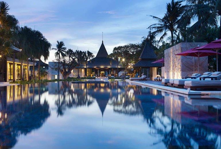 Rakastavaiset viettivät todellisen luksusloman Balilla omassa huvilassa meren äärellä.