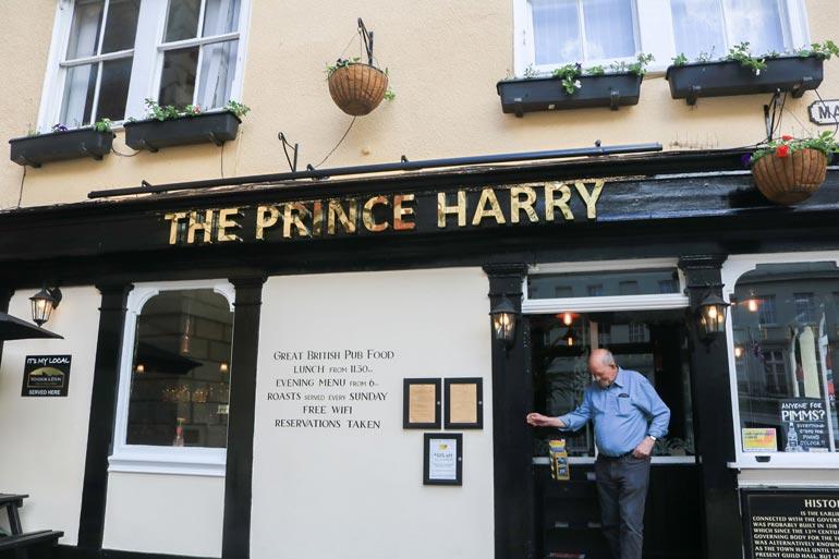 Harryn pubi.