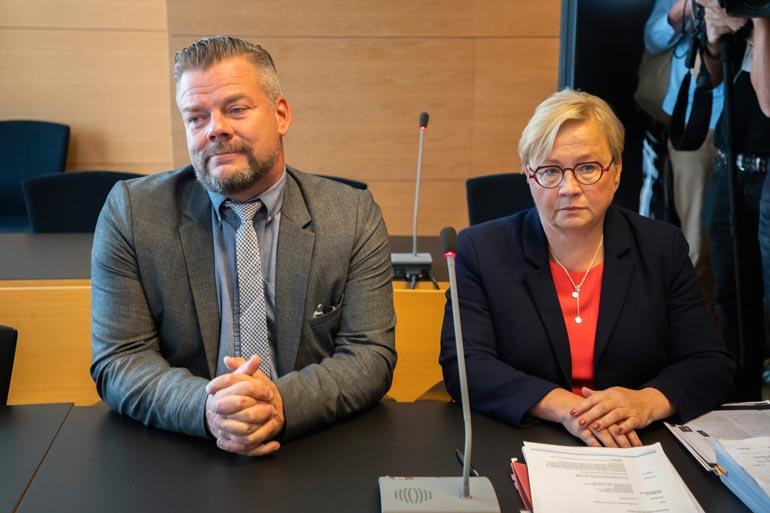 – Totean, että Sillanpää kiistää syytteen. Se, että voiko ylipäätänsä se toiminta, mitä syyttäjä väittää, täyttää hyväksikäytön tunnusmerkistön, tullaan käsittelemään oikeudessa, Jarin asianajaja Riitta Leppilampi on sanonut.