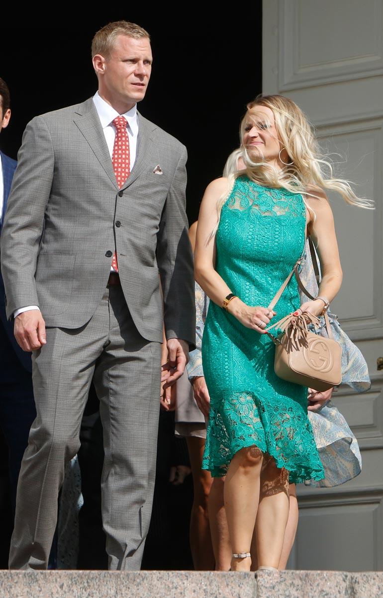 Mikko ja Helena olivat viime kesänä vieraina Mikael Granlundin ja Emmi Kainulaisen häissä.