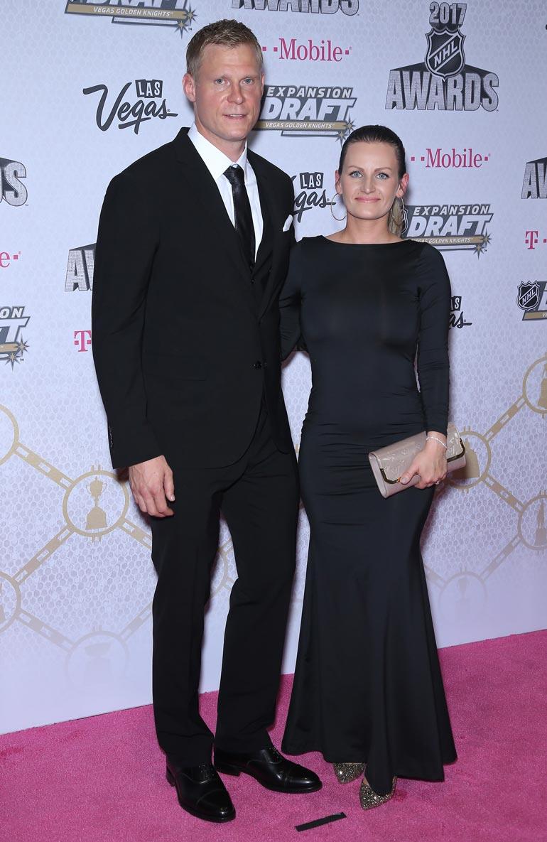Salamarakastunut pari avioitui vuonna 2014. Kuva on vuoden 2017 NHL Awards -gaalasta.