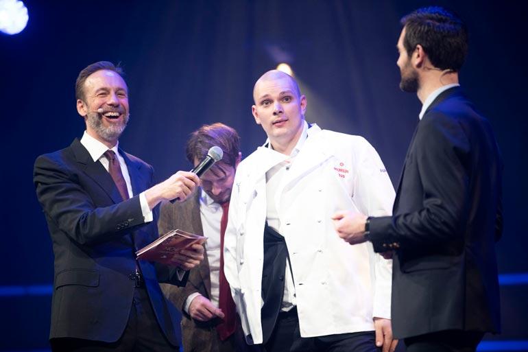 Kim nousi lavalle silminnähden helpottuneena, kun hänen ravintolansa palkittiin Michelin-tähdellä viime viikolla Trondheimissa.