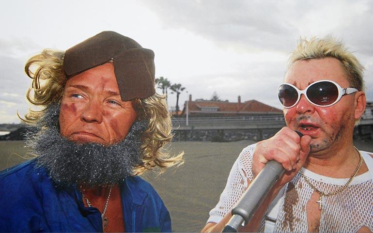 – Olimme Uunon ja Härski Hartikaisen kansalaisversiot, Kaitsu nauraa. Kuva on Kanarialta 2000-luvun alusta.