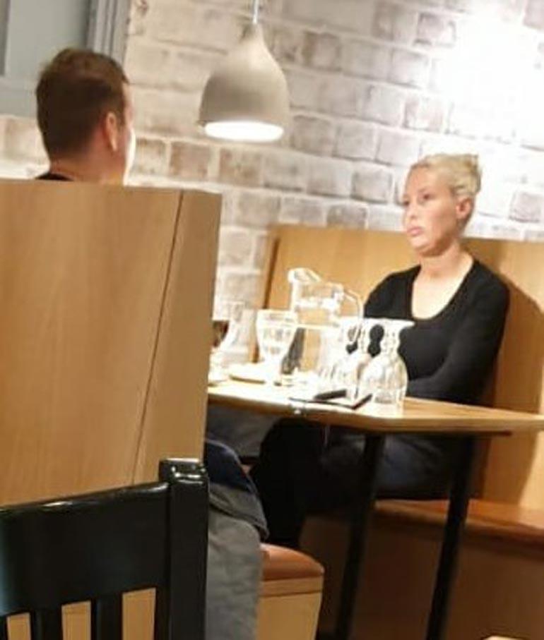 Maisa Torppa lounaalla.