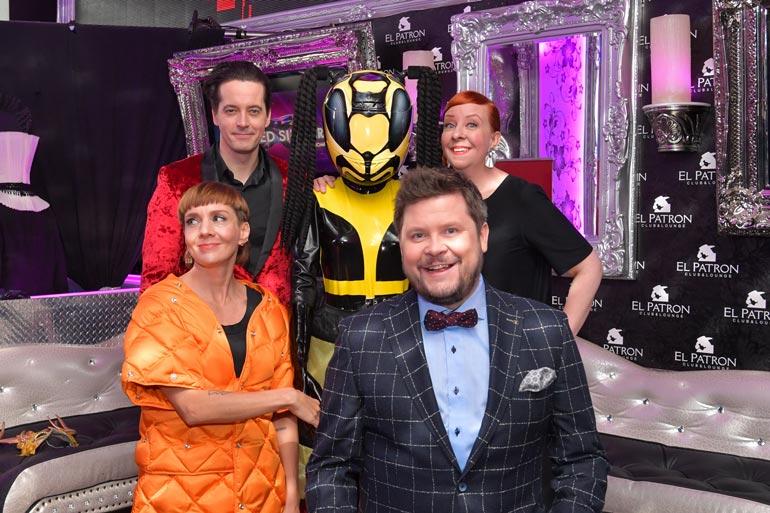 Masked Singer Suomi -ohjelmassa nähdään Marian lisäksi Janne Kataja ja Jenni Kokander. Sarjan juontaa Ile Uusivuori.