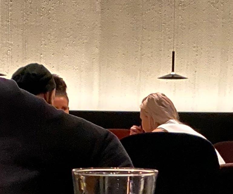 Jere ja Nanna ravintolassa.