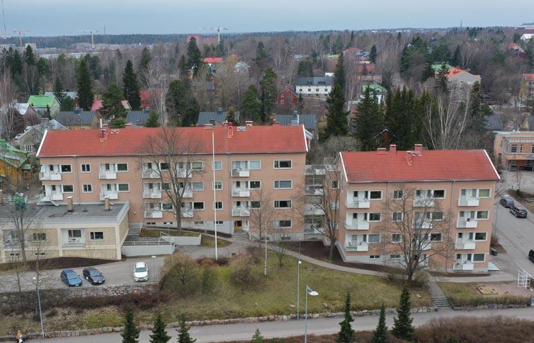 Elli muutti pari vuotta sitten Helsingin Käpylään yli 80 neliön ateljee-asuntoon.