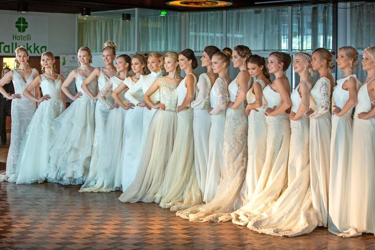 Tässä ovat Miss Suomi 2020 -semifinalistit. Valtakunnan kauneimmat daamit esittäytyivät muotinäytöksessä viime viikonloppuna Vääksyssä hotelli Tallukassa.