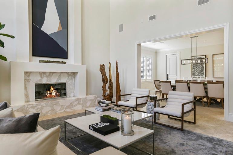 Talon erikoisuus on takka, jossa puita poltetaan lähinnä tunnelman luojana.