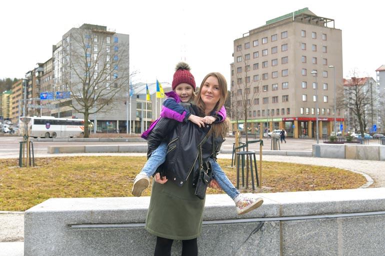 Istominat muuttivat Pietarista Lahteen puolitoista vuotta sitten, kun perheen isä laajensi digibisneksiään. – Halusimme antaa lapsillemme parhaat mahdollisuudet kasvaa. Suomi on mahtava paikka elää ja asua, Daria Istomina iloitsee.