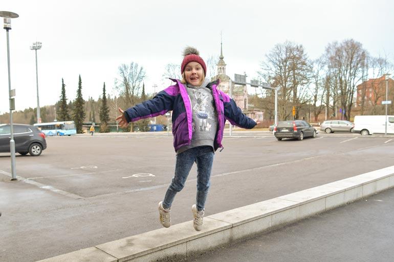 Minusta kuullaan vielä! Huikealla oopperalaulannallaan tv-katsojien sydämet sulattanut Veronika Istomina on vasta 9-vuotias huipputalentti. – Tykkään laulaa kaikenlaisia lauluja. Suosikki- artistini on lahtelainen Behm!