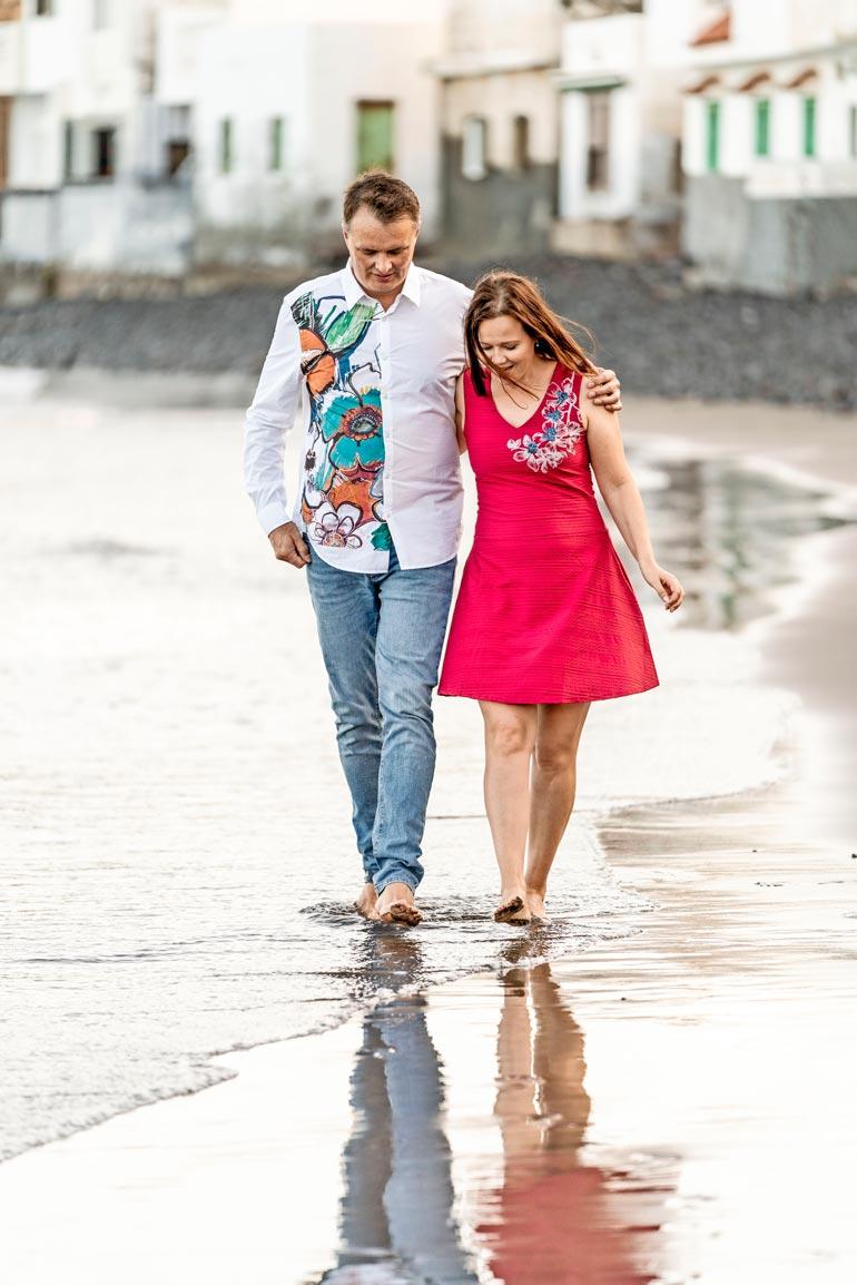 Isto ja Leena nauttivat matkustelusta. Gran Canariasta on tullut pariskunnalle rakas matkakohde. – Valo ja lämpö antavat energiaa kaiken pimeyden jälkeen.