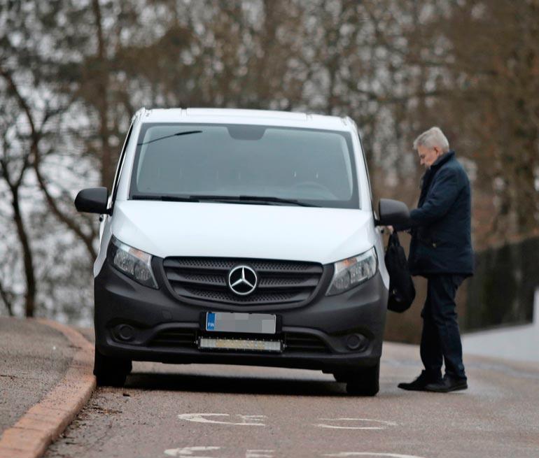 Pekka poistui pakettiautolla ja palasi kotiinsa seuraavana päivänä Jerin kanssa.