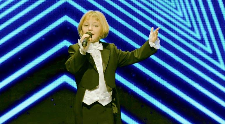 Veronikan poikkeukselliset laululahjat löydettiin jo viisivuotiaana pietarilaisessa musiikkiteatterissa. Lahtelaistyttö on esiintynyt ennen Talent Suomea Pietarissa, Lahdessa, Varkaudessa ja Savonlinnassa.