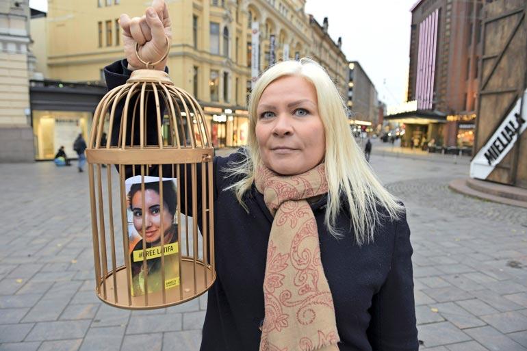 Suomalainen Tiina Jauhiainen yritti auttaa ystävättärensä, prinsessa Latifan pakoon hirmuisän vallan alta. Latifan siepatusta Shamsa-siskosta ei ole saatu elonmerkkejä vuoden 2000 jälkeen.