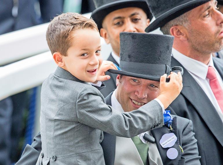 Dubain hallitsijalle on nöyryyttävää, että hänen Zayed-poikansa suhtautuu ex-vaimon rakastajaan, Russell Flowersiin kuin omaan isäänsä.