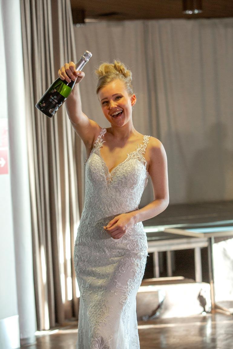 Onko hän seuraava Miss Suomi? Monien mielestä asikkalalaisessa hotellissa ennakoitiin jo tulevaa, kun järvenpääläinen Annika Piitulainen, 22, kruunattiin Miss Tallukaksi.