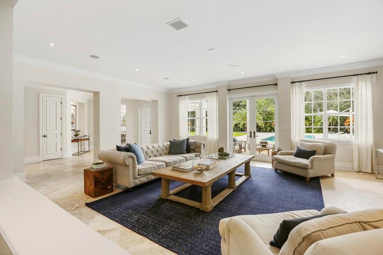 15 huonetta kattava talo on sisustettu nykyaikaiseen jenkkityyliin.