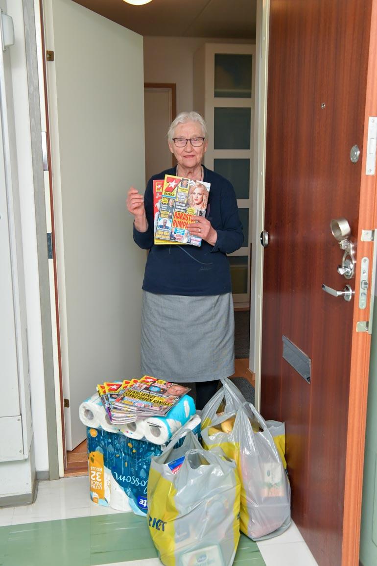 – Kaikki ostokset olivat yhtä mieluisia! Sain kaikkea runsain mitoin, 85-vuotias lahtelaismummo Anja kiittelee Kohukattia.