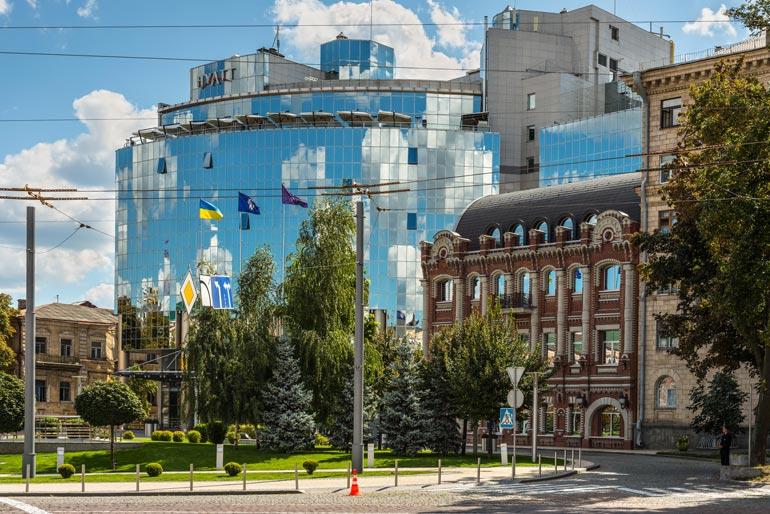 Kiovan Hyatt Regency -ökyhotelli kuuluu Ukrainan hienoimpiin hotelleihin. Pekka ja Jeri nauttivat viiden tähden hotellin palveluista.