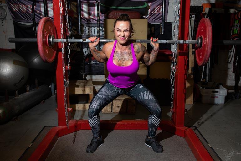 Camilla treenaa punttisalilla kaksi kertaa päivässä, kuusi kertaa viikossa. –  Tämä on elämäntapa.