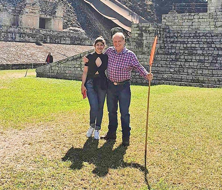 Rakastavaiset retkellä viime kesänä jossain päin Hondurasia.
