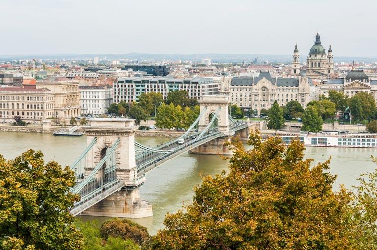 Nainen oli Ilkan työmatkalla mukana muun muassa Unkarin pääkaupungissa Budapestissä.