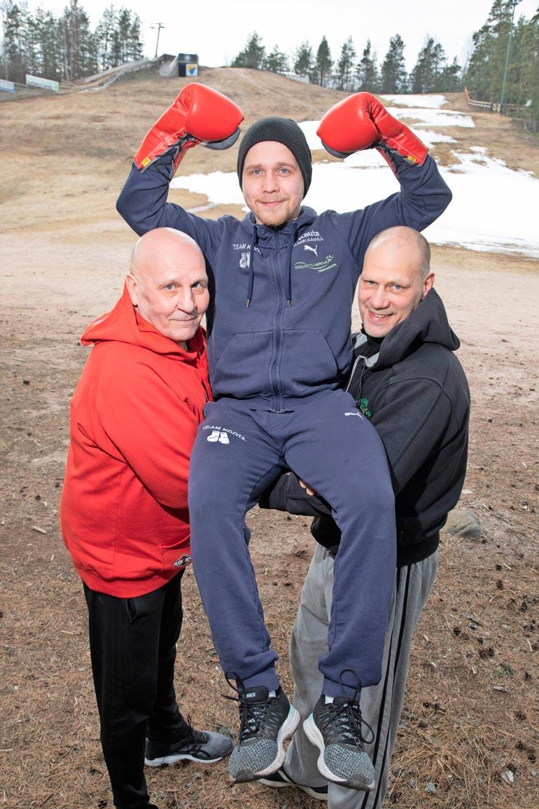 Matti Kootan taustatiiminä on nykyisin ex-ammattilaisnyrkkeilijä Kai Kauramäki (oik.) ja muun muassa edesmennyttä Tony Halmetta valmentanut Seppo Finnilä. – Unelmatiimi, Timo kehaisee.