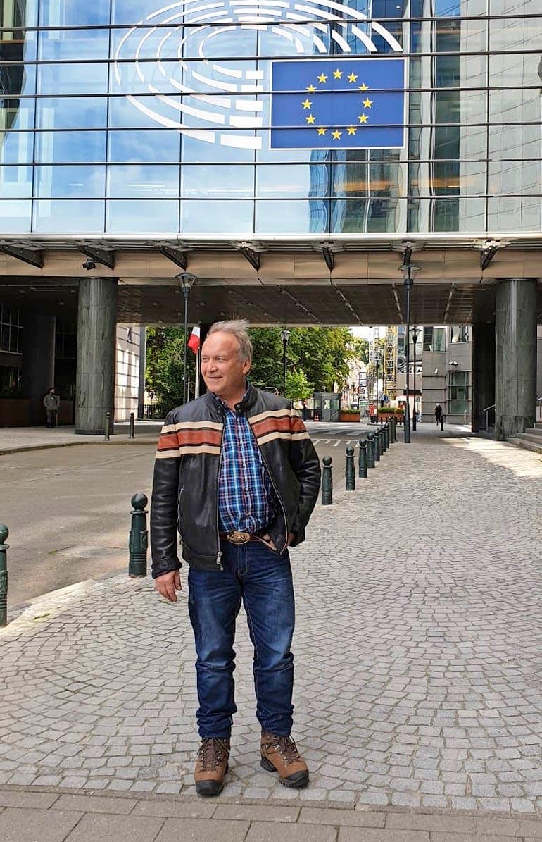 – En ole pussailukulttuurista tykkäävä, perustelee Teuvo, miksei pidä Brysselistä.