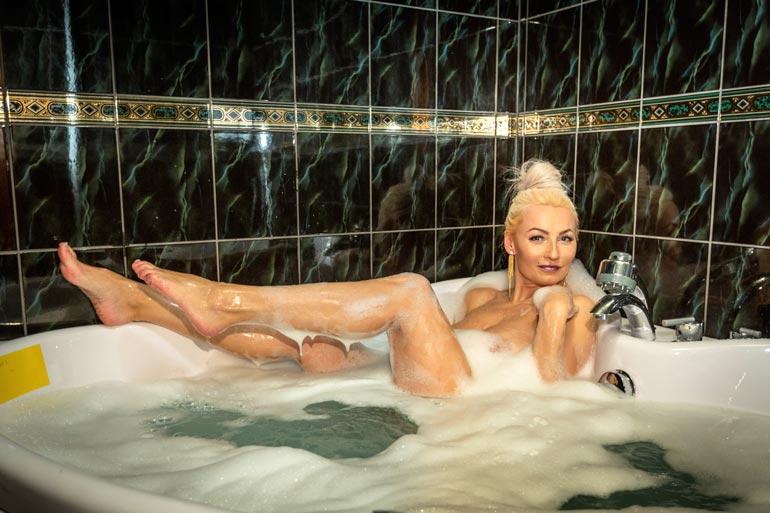Marikalla on hyviä muistoja Vaasan keskustassa sijaitsevasta hotellista. – Hyvällä hinnalla sai makeat huoneet saunoineen ja porealtaineen päivineen. Täällä on pidetty monesti hauskaa!