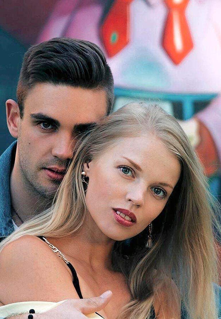 Myös Laurin tyttöystävä Essi on kunnostautunut kauneusmittelöissä. Hän on viime vuoden Miss Eloweena -kisan toinen perintöprinsessa.