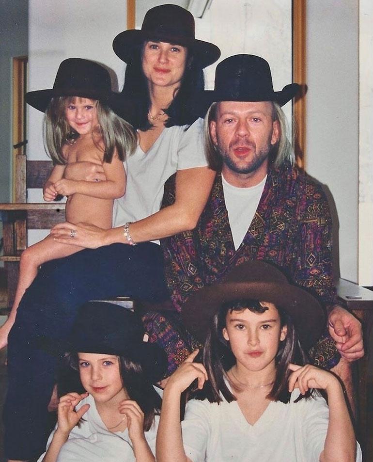 Bruce Willis ja Demi Moore nuorten lastensa kanssa.