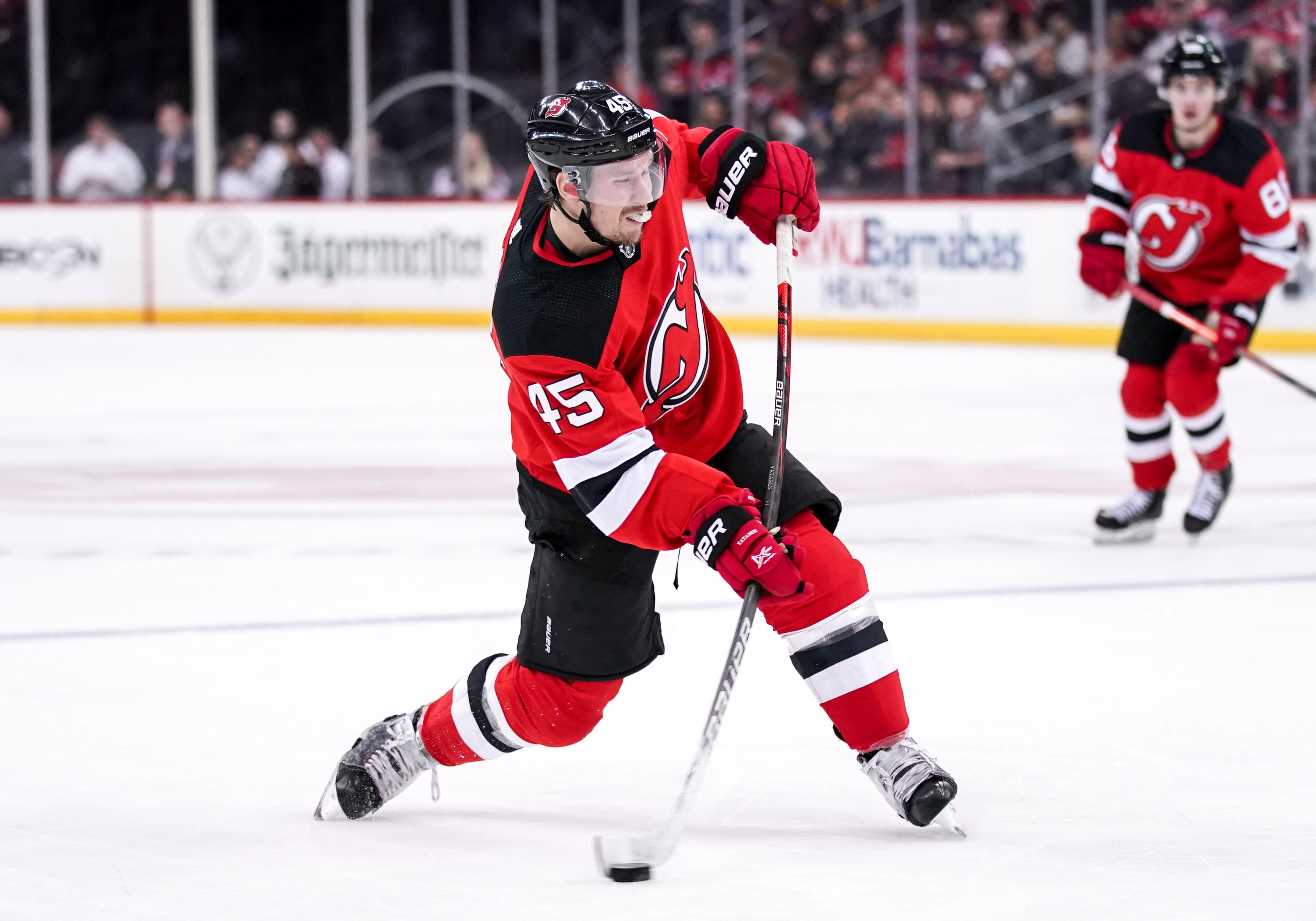 Noin 4,1 miljoonaa euroa kaudessa tienaava Sami ehti edustaa New Jersey Devilsiä (kuvassa) yli kahden kauden ajan. Helmikuussa hänet kaupattiin Carolina Hurricanesiin.