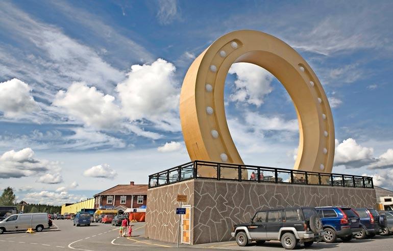 Kyläkaupan yhteydessä toimivaan hotelli Onnentähteen on tehty mittavaa laajennusta. Investointeja on tehty myös karavaanarialueelle, ja mökkikyläkin on suunnitteilla.