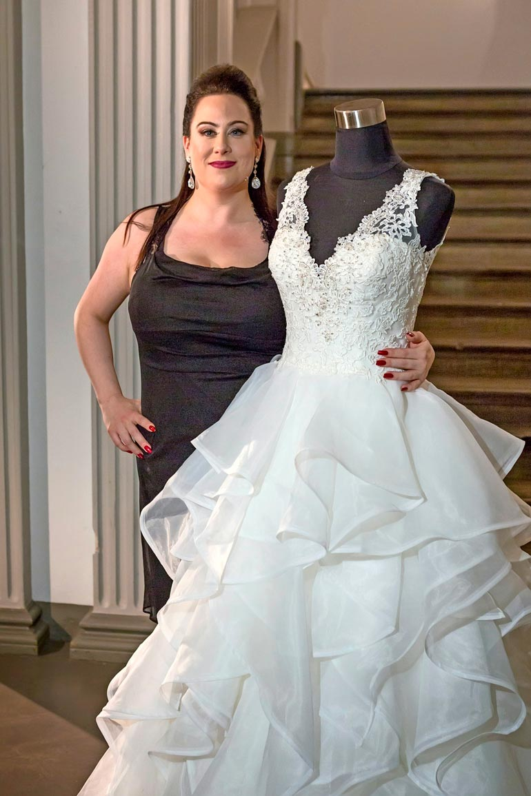 Hääpukuliikkeen omistavalla Niinalla on takanaan kaksi avioeroa.