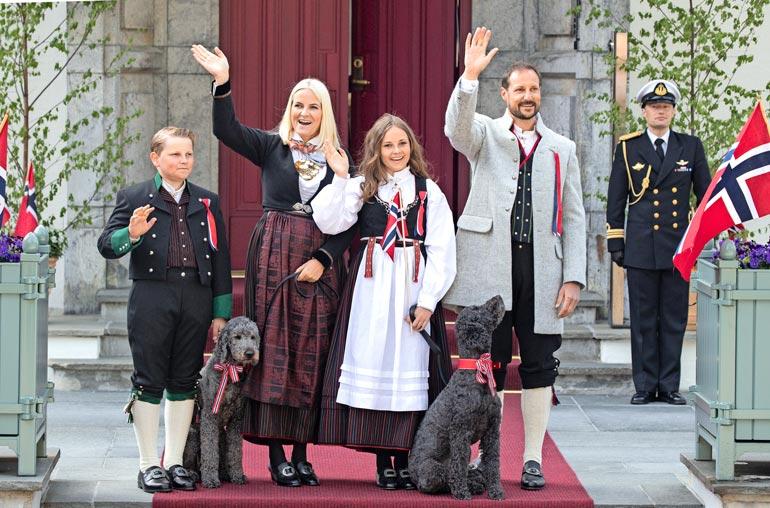 Haakon ja Mette-Marit eivät anna talossaan itsemurhan tehneen valtakunnankomissaari Josef Terbovenin haamun häiritä perheonneaan.