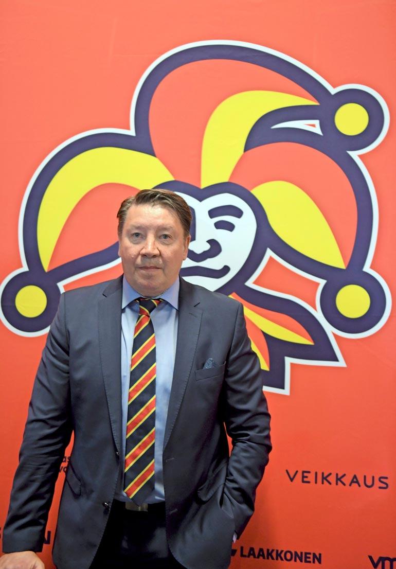 Jari on KHL-seura Jokereiden pääomistaja, hallituksen puheenjohtajana ja general manager.