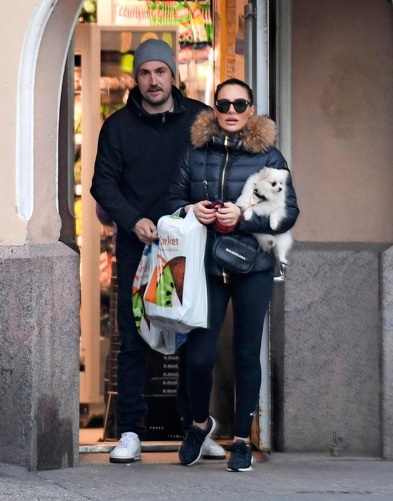 Seiskan paparazzi nappasi Stefusta ja Sofiasta viime viikolla ensimmäisen yhteiskuvat. Pian kuvan ottamisen jälkeen pari ei enää peitellyt suhdettaan.