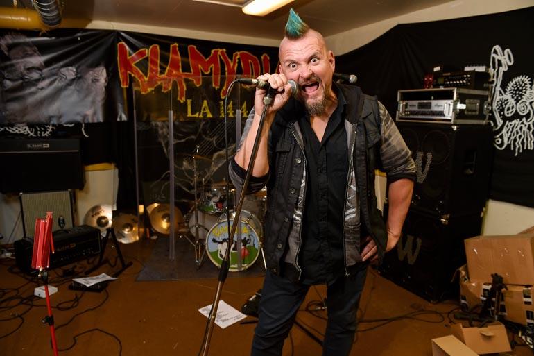 11. tuotantokauden tähtiin kuuluu myös viisikymppinen Vaasan lahja rockille, Vesku Jokinen Klamydia-bändistä.