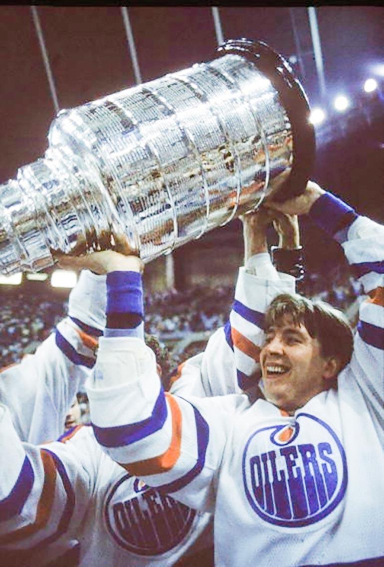 Edmonton Oilersissa viisi Stanley Cupia voittaneesta Jarista tuli vuonna 2001 ensimmäinen suomalaiskiekkoilija, joka on aateloitu tarunhohtoiseen Hockey Hall of Famen kunniagalleriaan.