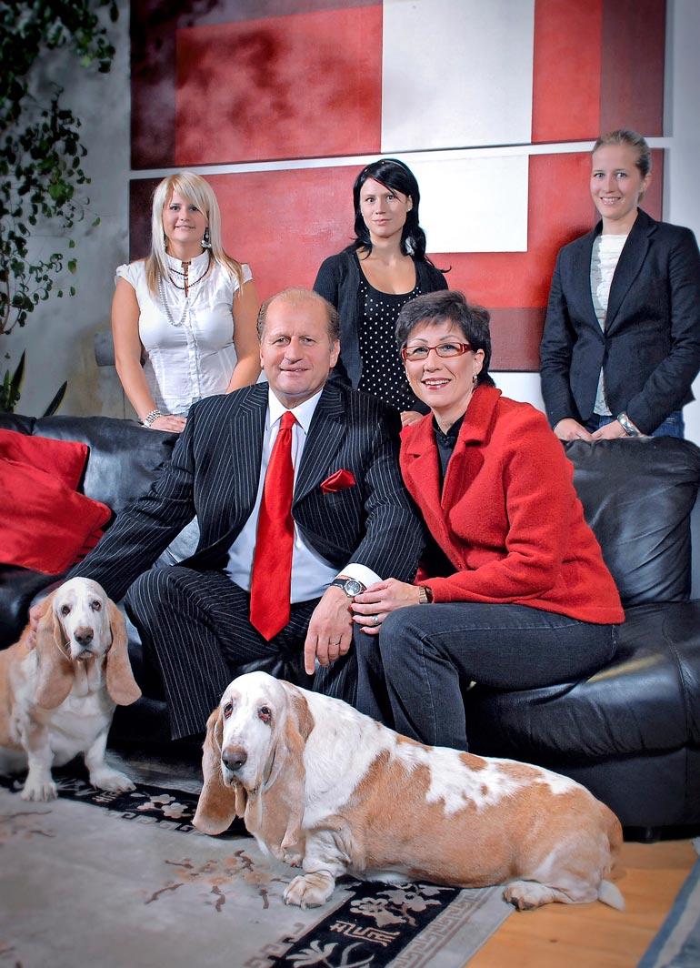 Juhani ja Mari Tamminen ovat pitäneet yhtä jo 55 vuotta. – Olen antanut Marin hoitaa tyttöjemme kasvatuksen ja antanut hänelle täyden tukeni. Se on vähän kuin päävalmentaja ja kakkoskoutsi: ei voi olla kahta johtajaa, Tami vertaa.